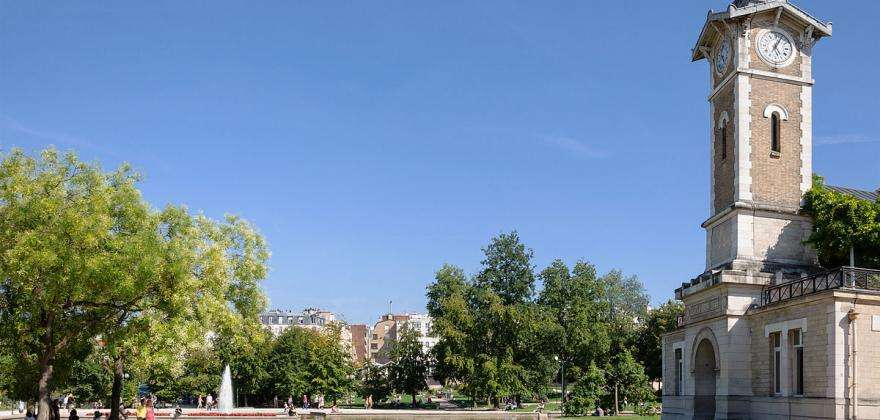 Discover the Parc Georges Brassens and its book market